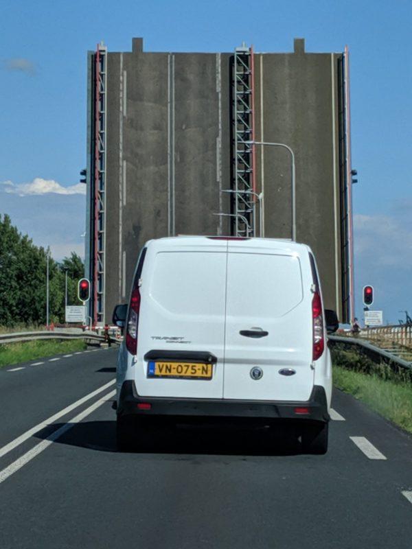 Anreise zum Intensivtraining: Die Brücke ist offen - Wartezeit inklusive